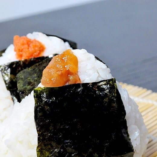 Onigiri recipe japanese rice balls pickled plum food for Fish ball with roe