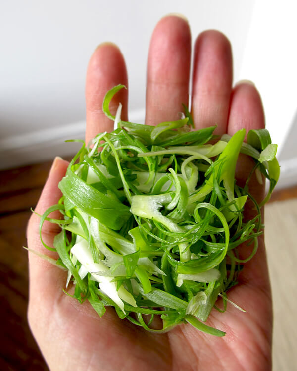 thinly sliced scallions