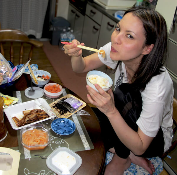 caro iizuka eating