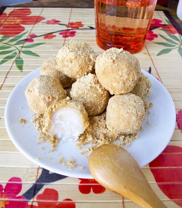 kinako dango - rice dumplings with sweet roasted soy flour