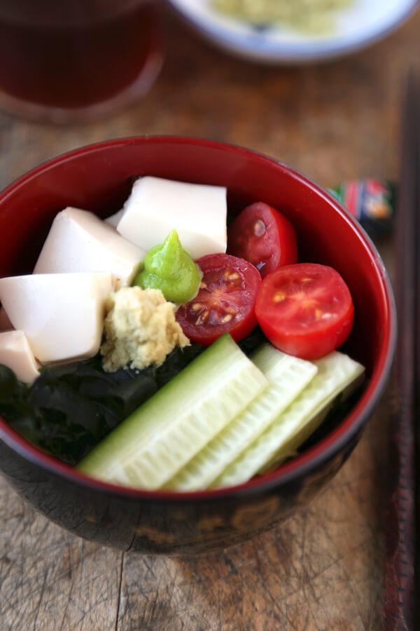 Tofu and Seaweed salad - wakame salada