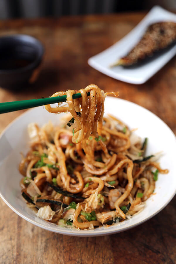 Yaki Udon With Dashi Butter - A delicious Yaki Udon Recipe ready in just 10 minutes! Stir fried Udon noodles with butter and dashi powder served with bonito flakes and fresh scallions. Recipe, noodles, Japanese, easy, stir fry, main | pickledplum.com