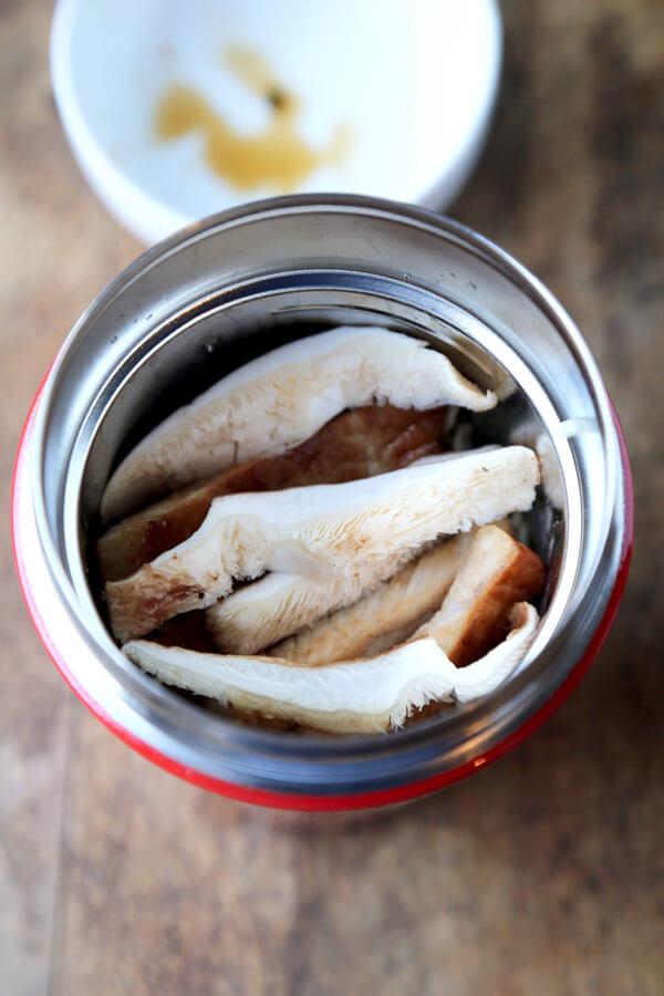 mushrooms-ramen-cup