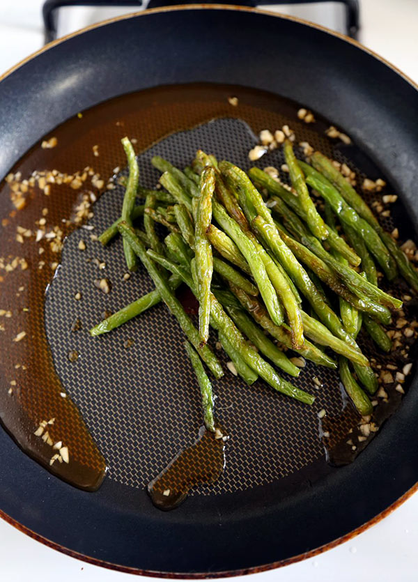 Dry-fried green beans - a delicious Chinese side dishes that's vegetarian and only requires a few ingredients! Savory, garlicky and tender green beans to add to your Asian dinner recipes rotation! #airfryer #chineserecipes #vegetarian #healthyrecipes | pickledplum.com