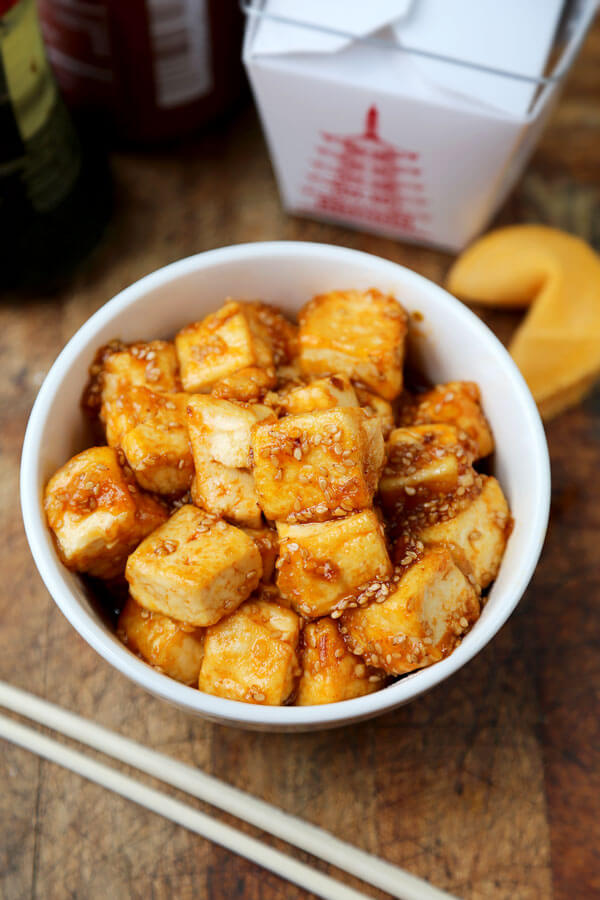 Honey Sriracha Tofu - Spicy and sweet, crispy on the outside and silky on the inside. Tofu has never tasted so good! Healthy tofu recipes, vegetarian recipes, main, Asian, spicy fried tofu recipes, healthy vegetarian dinner recipe | pickledplum.com