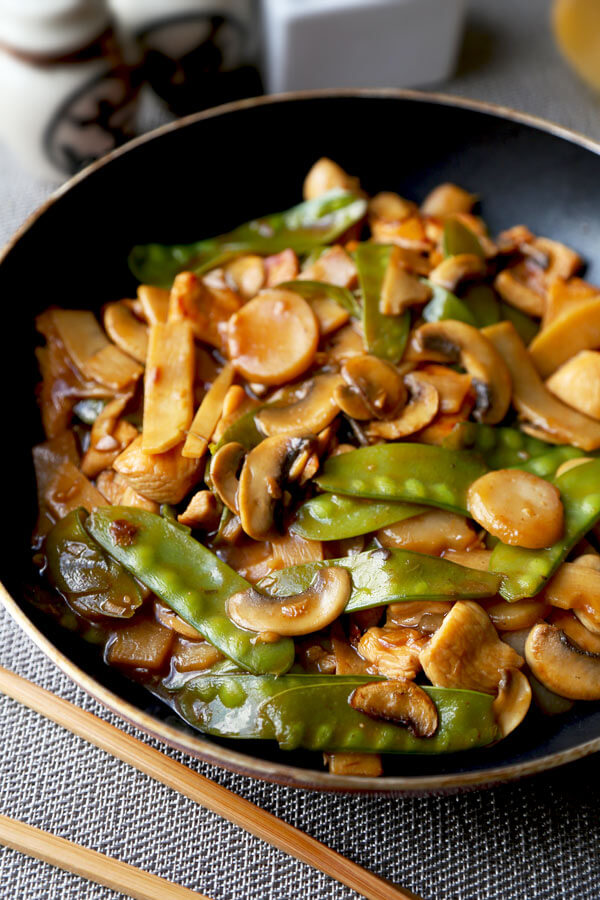 Moo goo gai pan - Better than takeout moo goo gai pan recipe that's savory and a little sour. Healthy Chinese recipes, healthy dinner recipes, Chinese chicken recipes, easy Chinese stir fry. #healthyeating #chickenrecipe #healthychinesefood | pickledplum.com