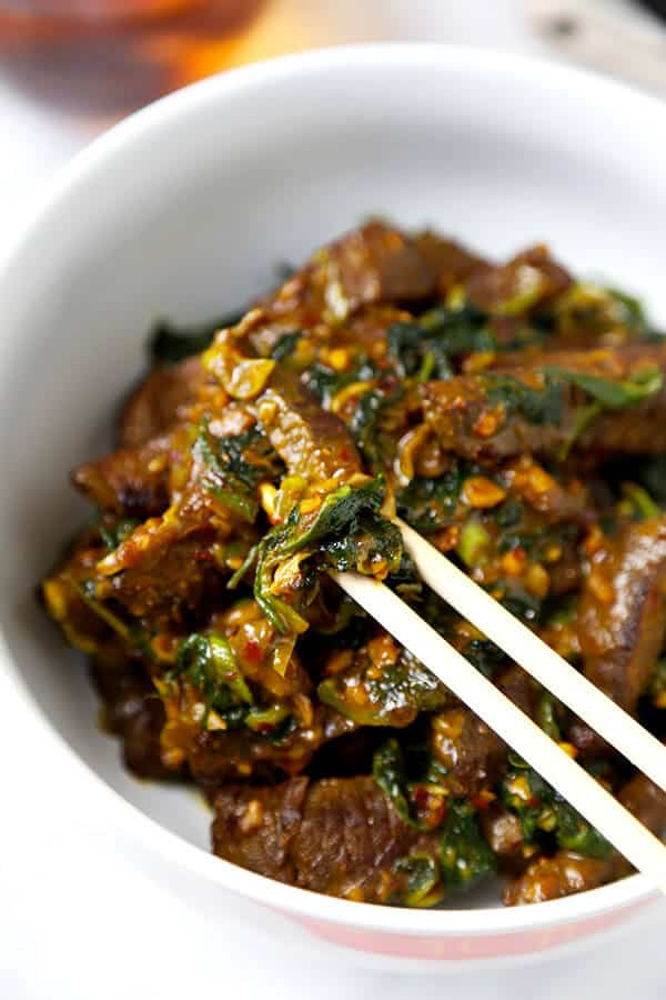 Hunan Beef Recipe - A smoky bowl of Hunan Beef With Cumin loaded with umami flavor and healthy kale. This Chinese-inspired recipe is ready in 20 minutes from start to finish! Recipe, beef, stir fry, Chinese, main, dinner | pickledplum.com