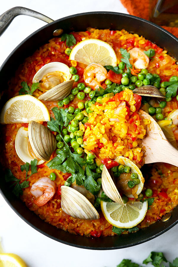 Easy Seafood Paella Recipe - A smoky and Easy Seafood Paella Recipe that looks and tastes like a sun-soaked summer on the Mediterranean in Spain! Recipe, rice, dinner, clams, shrimp, saffron | pickledplum.com