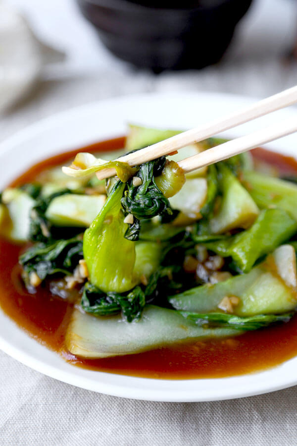 Bok Choy With Garlic and Oyster Sauce - There's no delivery required for this delicious, healthy and easy Bok Choy With Garlic and Oyster Sauce Recipe! Ready in 10 minutes from start to finish. Recipe, side, vegetables, Chinese food, stir fried vegetables   pickledplum.com