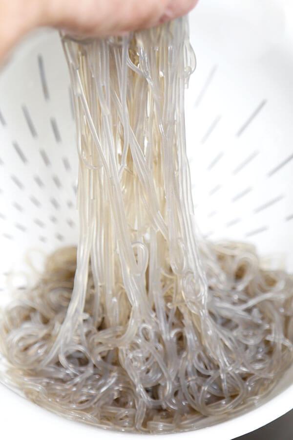 straining-noodles