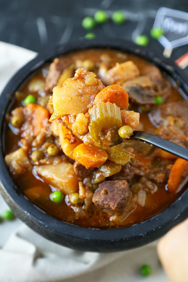 Slow Cooker Beef Stew - Comfort food deliciousness! Savory and warming Slow Cooker Beef Stew Recipe. 10 minutes of kitchen prep is all this satisfying beef stew recipe requires! Recipe, beef, meat, slow cooker, crock pot, dinner, hearty, soup, goulash | pickledplum.com