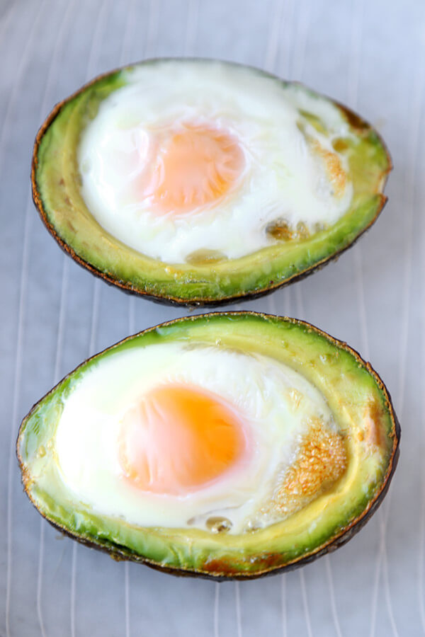 eggs-cooked-in-avocado