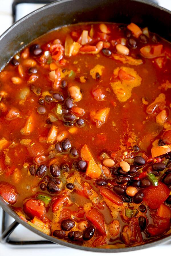 vegetarian-chili-cooking