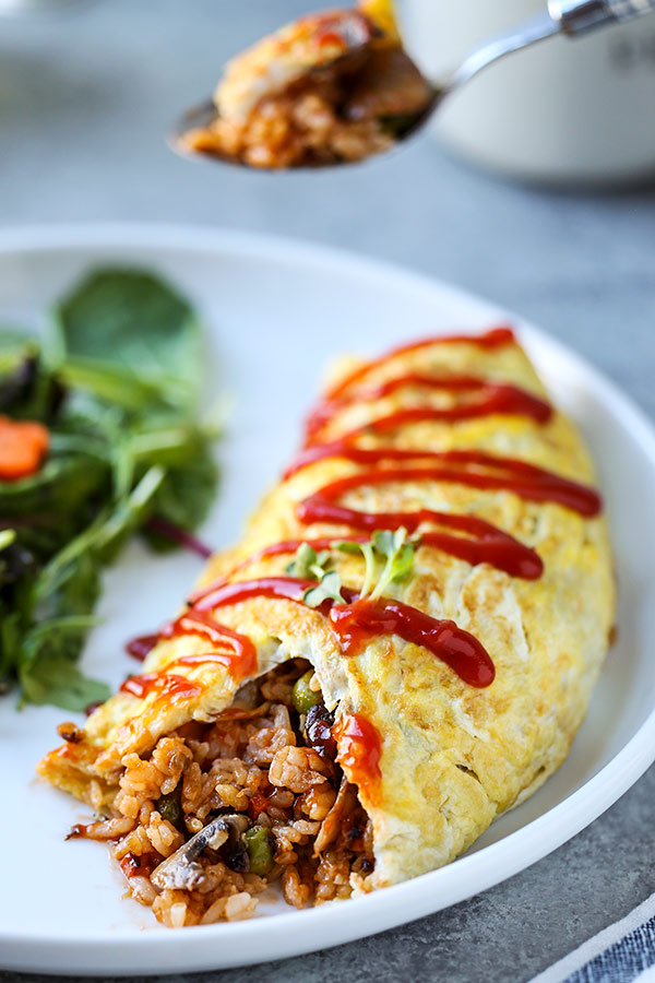 Omurice - This Omurice Recipe is Japanese comfort food at its best! Ketchup flavored fried rice packed with veggies and served inside a fluffy omelette. Japanase dinner recipes, easy Japanese recipe, homemade Japanese food, healthy omelet, omelette | pickledplum.com