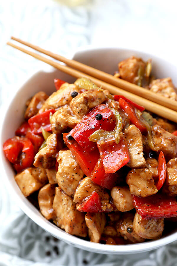 Black Pepper Chicken - Make this black pepper chicken recipe at home in just 15 minutes! Stir fry recipe | chicken stir fry | Szechuan food | healthy chicken dinner recipes | Chinese food | pickledplum.com