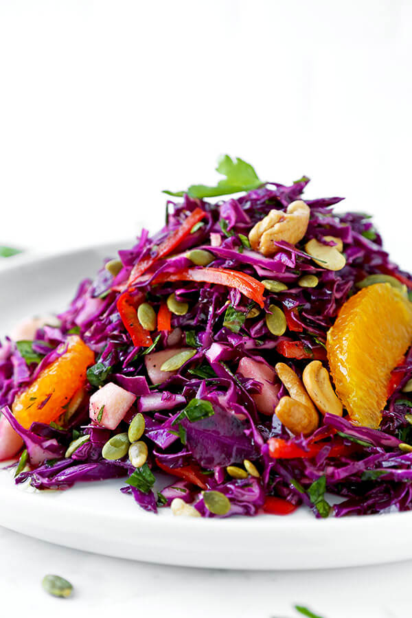Detox red cabbage slaw - Make yourself a sunny and breezy detox red cabbage slaw for dinner tonight. This beach body friendly salad will keep you slim and healthy all summer long! healthy cabbage salad, coleslaw, detox recipes, healthy salad recipes, gluten free recipes, vegan | pickledplum.com