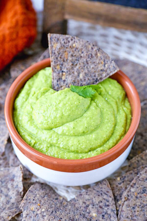 Guasacaca - Discover a new way to serve avocados with this quick and easy guasacaca recipe. Avocado recipe, vegan recipe, vegan snack recipe, healthy guacamole recipe | pickledplum.com