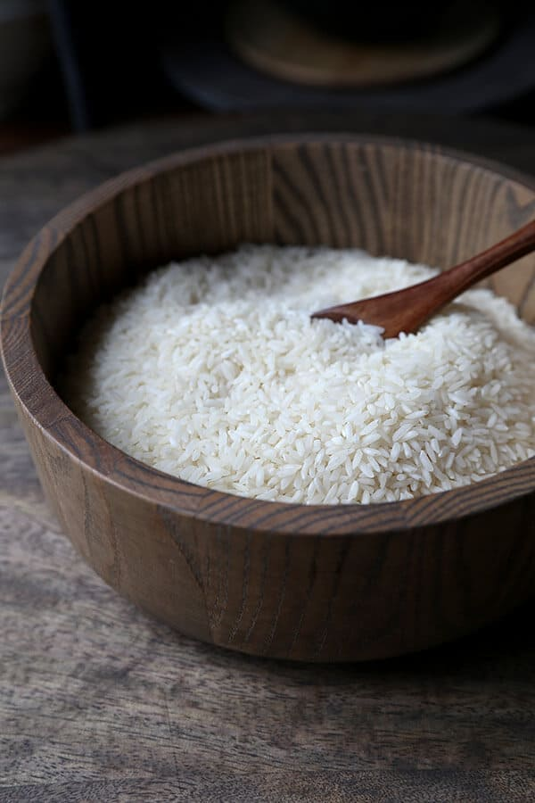how to cook jasmine rice - a quick tutorial to making the fluffiest rice ever! how to, making rice, diy, cooking | pickledplum.com