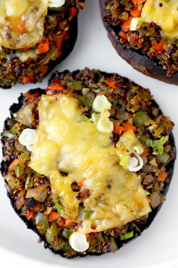 Stuffed Mushrooms with Soy and Sesame Sauce - Lighten up dinner time with these easy and delicious mushrooms stuffed with a blend of quinoa and vegetables and topped with crunchy scallions and melted cheese. Ready in 30 minutes! vegan recipe, vegan stuffed mushrooms, vegetarian dinner, vegan quinoa dinner, healthy vegetarian food   pickledplum.com