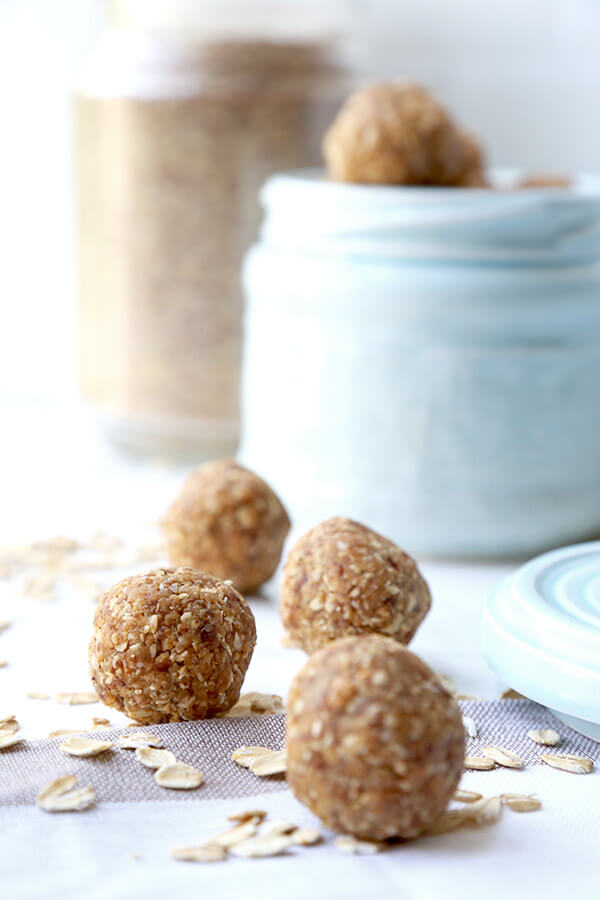 Peanut Butter Protein Balls - These peanut butter protein balls are the perfect mid afternoon pick up snack. No baking is required and only 6 ingredients needed to make these sweet and healthy treats! Plant based recipes, protein balls recipe, healthy vegan snack recipe, healthy peanut butter snack | pickledplum.com