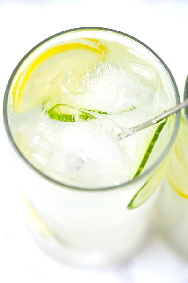 Refreshing and cleansing Rooftop Lemonade - the most refreshing cocktail you'll have this summer! healthy cocktail recipe, vodka cocktail, easy cocktails, summer cocktail recipes | pickledplum.com #ad_21+
