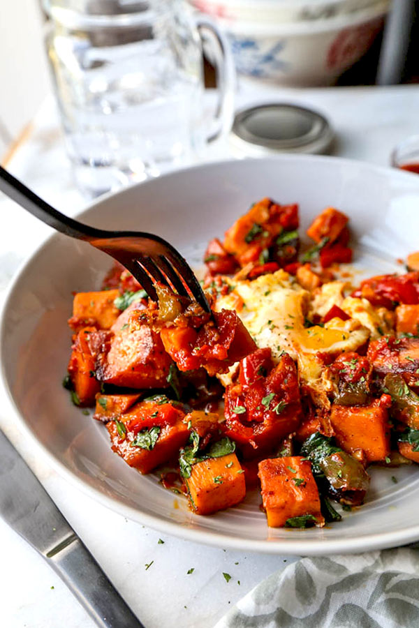 Harissa Sweet Potato Hash - Turn brunch into a healthy and spicy affair with this delicious Harissa Sweet Potato Hash Recipe. Sweet potato breakfast casserole, easy sweet potato recipe, brunch recipe ideas, healthy egg breakfast, gluten free breakfast recipe | pickledplum.com