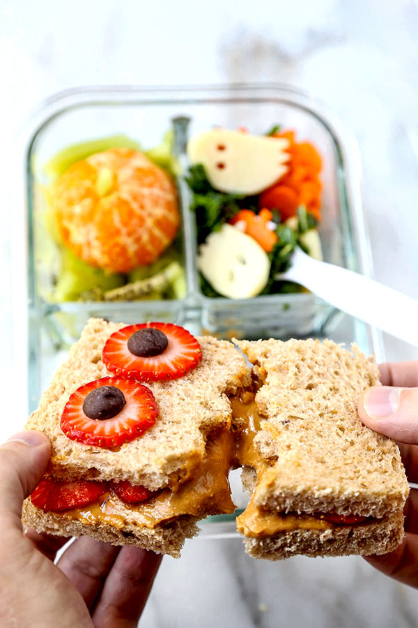 Healthy Halloween School Lunch - Surprise your kids with a Halloween School Lunch worth gawking at! Not only is it fun and colorful, it's also packed with nutritious ingredients. healthy kids school lunch, Halloween food, Halloween recipes, easy healthy lunch for kids | pickledplum.com