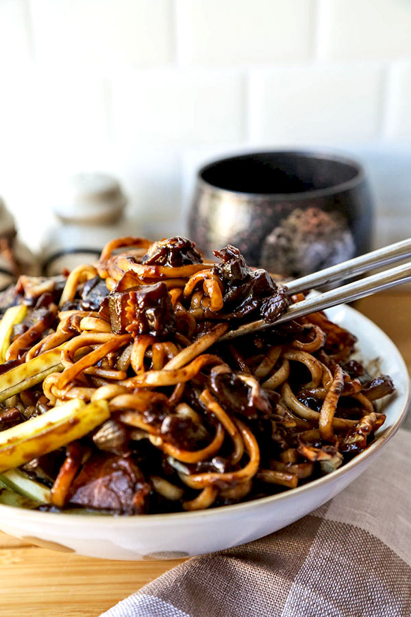 Vegan jajangmyeon korean noodles with black bean sauce pickled vegan jajangmyeon get your korean black bean noodle fix in 30 minutes forumfinder Choice Image