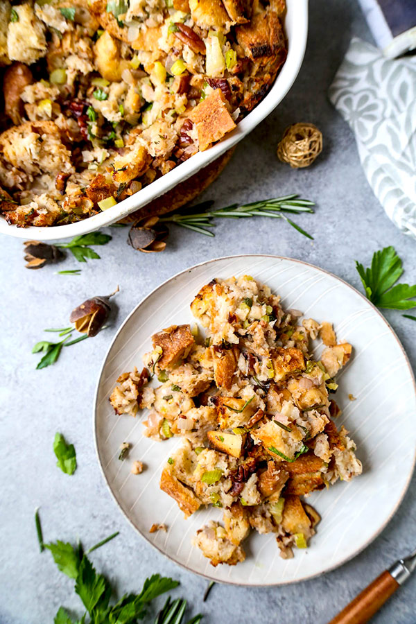 Vegan stuffing - This vegan stuffing is healthy, savory, nutty and packed with freshly chopped herbs. plant based recipes, vegan thanksgiving recipes, healthy vegetarian recipes, vegan christmas recipes, easy stuffing recipes, Thanksgiving dinner recipes | pickledplum.com