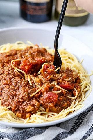 How do you make bolognese sauce