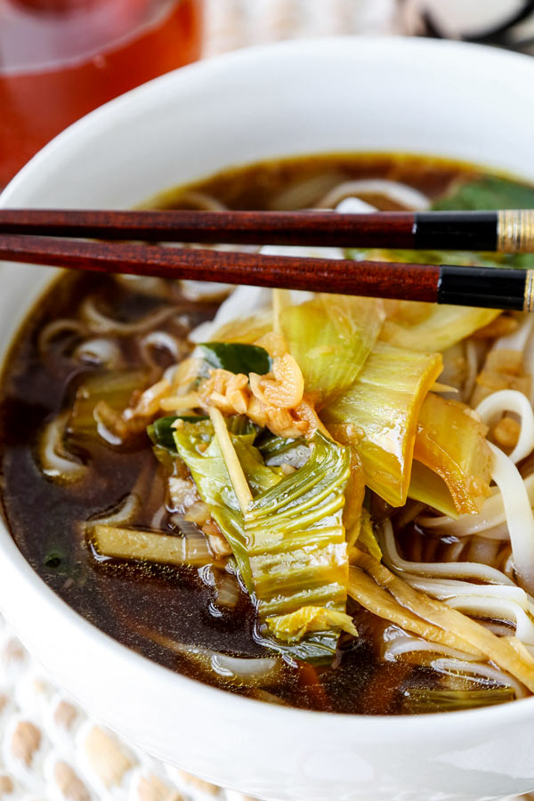 Baby bok choy soup with garlic and ginger - This hot and savory Baby Bok Choy Soup With Garlic and Ginger is summer eating at its best. Loaded with rice noodles, this fragrant Asian soup recipe is easy to make and packed with deep, umami flavor. #souprecipe #healthyeating #noodlesoup #ginger | pickledplum.com